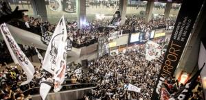4dez2012---cerca-de-5-mil-torcedores-lotam-saguao-do-terminal-de-passageiros-do-aeroporto-de-guarulhos-para-apoiar-japao