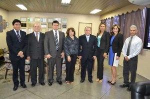 Membros do TJAP e do TFR após a celebração do importante acordo de cooperação técnica