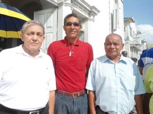 Radialista, professor e historiador Nilson Montoril, Baraquinha e Claudio Coutinho diante da Igreja de São José, logo após a Missão em Ação de Graça