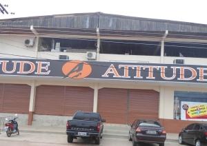 Proprietários da loja Atitude cerraram as portas do estabelecimento logo que o bandido se entregou à Policia