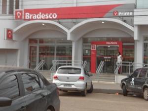 O gerente da Timbiras iria fazer o depósito nessa agência do Bradesco quando aconteceu o encontro com os assaltantes