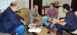Deputado Manoel Brasil, assesores e o prefeito Clécio Luis acertam detalhes da viagem a Barretos/SP