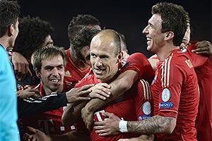 Jogadoresdo Bayern comemoram vitóri sobre o Barça e a classificação para a final almã contra o Borrússia