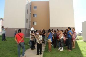 Estudantes ouvem explicações sobre obra que vai beneficiar a população pobre que m oram nas baixadas de Macapá