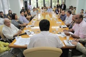 Governadro Camilo anuncia a obra ao lado dos secretáriso Hamiltyon Coutinhpo, Infraestrutura e Juliano Del castilo Silva, do Planejamento
